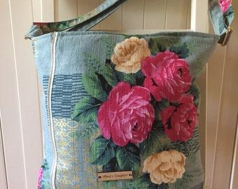 Shoulder bag, messenger bag, cotton exterior, adjustable straps, pockets, magnetic closure