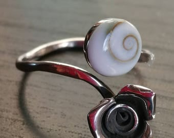 Silver flower and shell ring