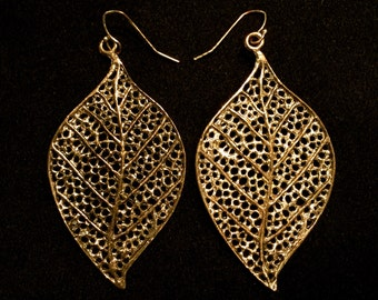Vintage 80's Gold Metal Leaf Earrings • Bright and Bold • Great Detailing