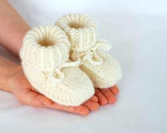 0-3 months wool booties, baby first booties, knitted wool shoes, booties natural white,  baby eco slippers, eco booties, newborn shoes