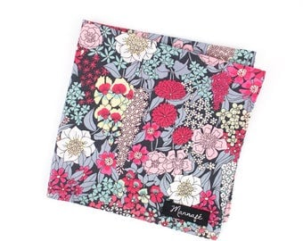 Men's Pocket square in Liberty Ciara magenta