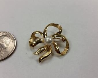 Vintage 14k yellow gold pearl ribbon pin baer