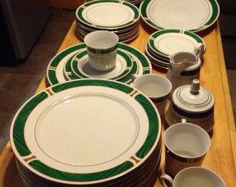 Majesty Fine China Malachite Green Dinnerware Set Gold Trim 41 piece set Service for 8 plus Extras