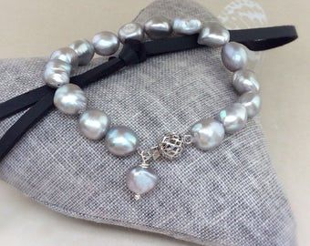 Silver grey Freshwater pearl bracelet, grey pearl bracelet, baroque pearl nuggets, pearl bracelet, grey pearls, white gold barrel clasp