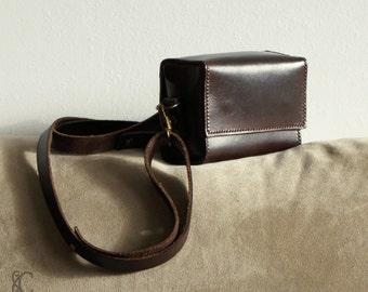 Bag for camera - Camera case - adjustable and removable shoulder strap