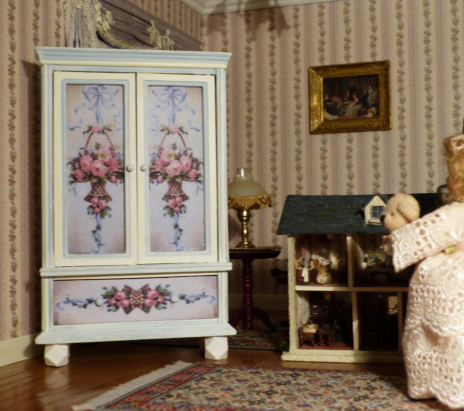 armoire romantique miniature style shabby chic. Black Bedroom Furniture Sets. Home Design Ideas