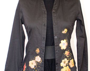Black cotton t-shirt paint shirt, with color flowers in silk