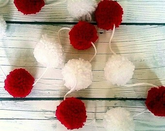Red and White Pompom Garland, Pompom Garland, Pom pom Glarland, Christmas Garland, Photo Prop, Party Decor, Nursery Decor, Bunting
