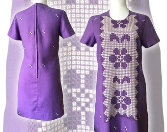 Vintage 1960s Mod Purple Embroidered Cotton Shift Dress — Small