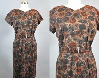 Vintage 1950s Roses Retro Dress. 1950s Pin Up Floral Dress. 1950s Brown Black Roses Retro Dress. Vintage Floral Short Sleeve Sheath Dress