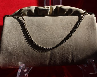 Cream Faux Leather Pinch Clasp Vinyl Chain Handled Purse 1970s