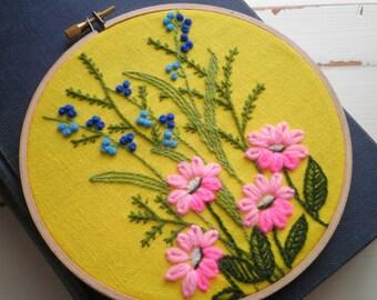 Embroidered Wildflowers Floral Hoop Art / Wall Art, Vintage 70s Minuet Pink Daisy & Tiny Blue Flower Crewel Embroidery Fiber Garden Art Gift