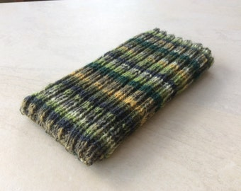 Knitted iPhone sock for SE, 5, 5s, 4, 4s,  smartphone cover case, green wool