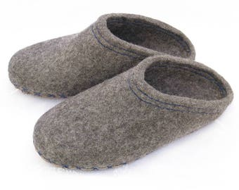 Felted mens dark grey slippers wiht leather. Organic wool house shoes