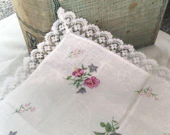 Sweet pink floral vintage hanky/lace edge hanky