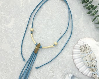 Statement choker, tassel necklace, raw quartz point, vegan suede jewelry, quartz necklace, boho necklace, statement jewellery,bib necklace