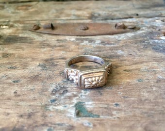 Vintage Brighton Sterling Silver Ring with Rectangular Flower Top
