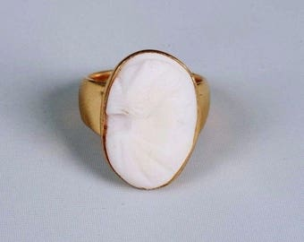 14K Yellow Gold Cameo Carved Ring, size 6