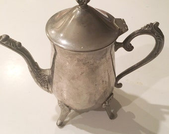 1 vintage 5 cup Silverplated Teapot  made by international Silver Company