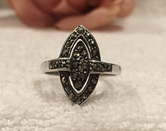 Stunning Vintage Antique ART DECO Sterling Silver & MARCASITE Ring-Gorgeous Elongated Design-Us Size 7 1/2-Uk Size P - 4.35 grams