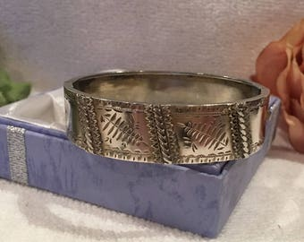 "Beautiful Antique Vintage Victorian/Edwardian SOLID Sterling Silver Bangle-Etched FERN Leaves-Flanked by HEARTS-1.6cm or 5/8"" Wide-16.49 gms"