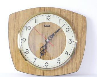 Pendulum in formica