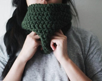 Semi-Bulky Handmade Textured Forest Green Crocheted Neckwarmer Cowl // READY TO SHIP