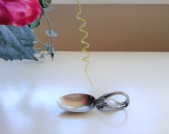 Holmes & Edwards Curved Spoon - Silver Plated - Chatsworth/Chalon from circa 1906.  Sugar Spoon or possibly Baby Spoon