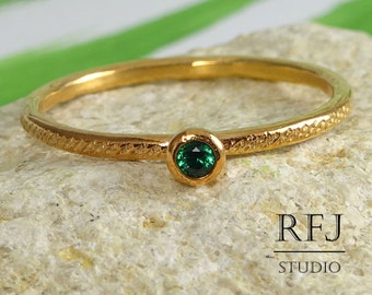 Dainty Textured Lab Emerald Rose Gold  Ring, May Birthstone 2mm Green Cubic Zirconia 14K Rose Gold Plated Stack Ring Emerald Golden Ring