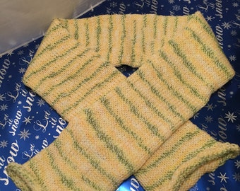Yellow knit scarf
