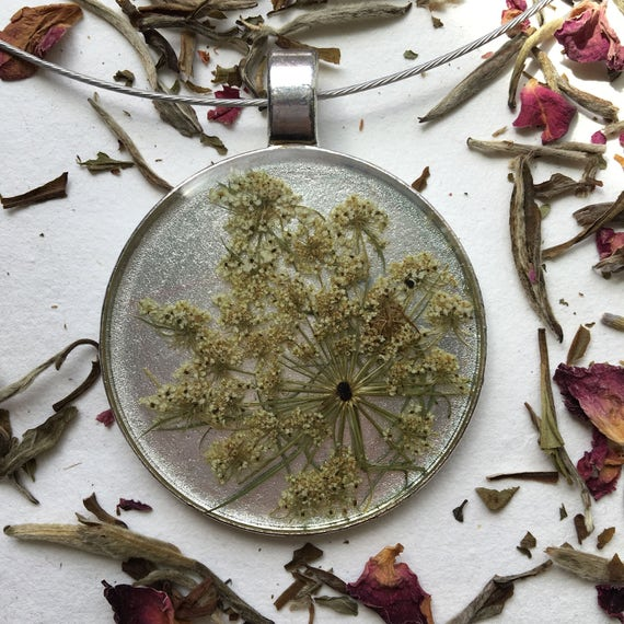 Large queen anne's lace circle necklace