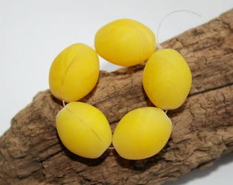 Trade beads, eggs, yellow goose eggs, 18 mm
