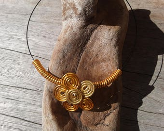 Necklace gold and Golden aluminum wire flower