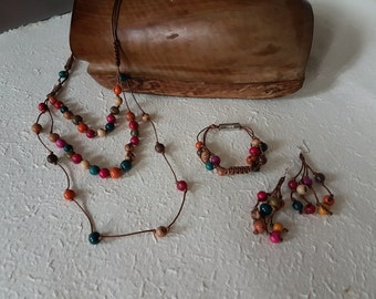 Funny parure Necklace Bracelet and earrings multicolor decorated wood