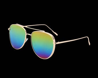 Fashionable gold polarised sunglasses
