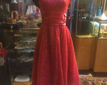 Alluring! A red lace dress of the 1950s