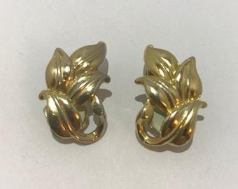 CLEARANCE - Gold leaf vintage clip earrings. Vintage gold leaves earrings