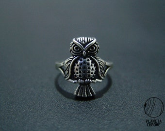 Round sterling silver owl full body ring