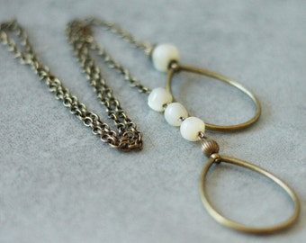 Collar tie beads of Pearl and metal bronze