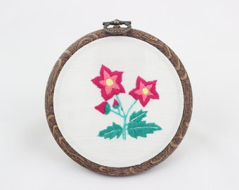 embroidery hoop picture , hoop art , hand embroidered wall hanging with pink flowers