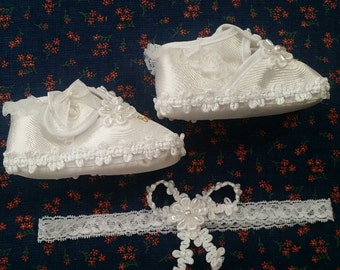 Baby Girls White Flowers Bautizo Satin Crib Shoes Set Size 2 w Lace Headband,Baby Booties,Baptism Shoes, Christening Wear,Vintage Shoes