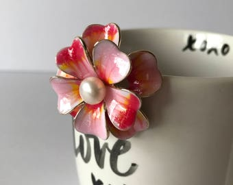 Peony flower fresh water pearl brooch, white pearl, button pearl, pink peony, sparkle, mirror shine