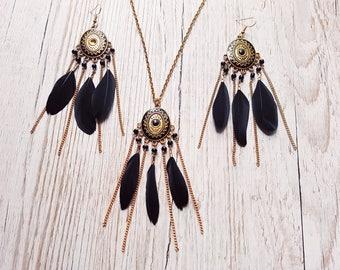 Parure necklace / earrings black feathers