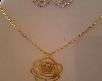Gold plated necklace and matching earings.