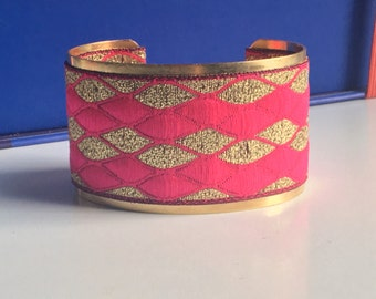 """Vague"" Golden Cuff Bracelet - ""pink fushia, gold"""