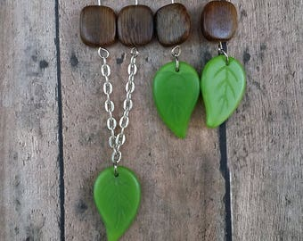 Jewelry Set: Green Leaf necklace and earrings with wooden sqaures {#52}