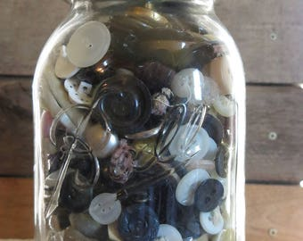 Vintage Ball Perfect Mason Jar with Zinc Lid, Full of Buttons, Farmhouse, Country Rustic