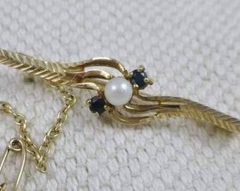 Edwardian Sapphire And Pearl Brooch pin - 9ct.  Edwardian brooches. sapphire and pearl. sapphire brooches. pearls.