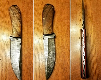 Damascus Hunting Knife with Walnut handle