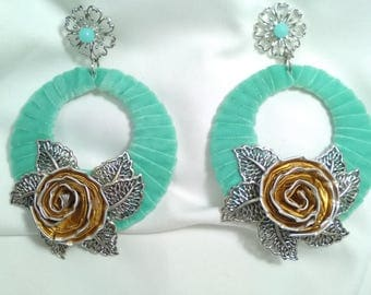 Flamenco Pndientes lined with green velvet and aluminium flower, party earrings. Flamenco earrings. Valentine Beauty Gift